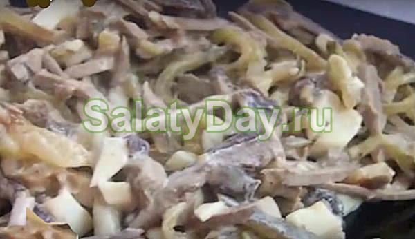 Салат со свиным сердцем и грибами