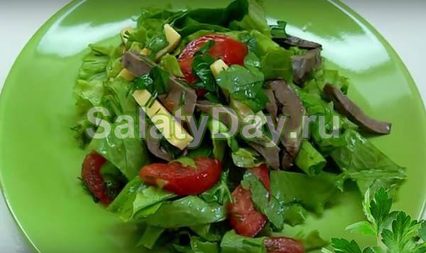Салат из свиного сердца и листьев салата