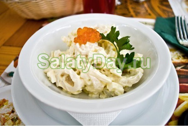 Салат с грецкими орехами и кальмарами