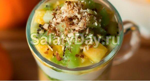 Салат с грецкими орехами и фруктами