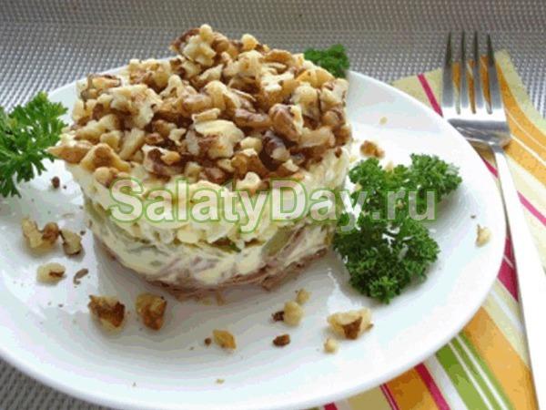 Салат с грецкими орехами и говяжьим языком