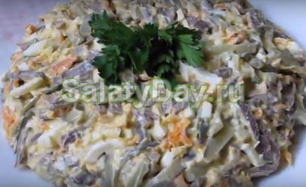Салат из свиного сердца с солеными огурцами