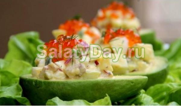 Салат с красной икрой, авокадо и яйцом