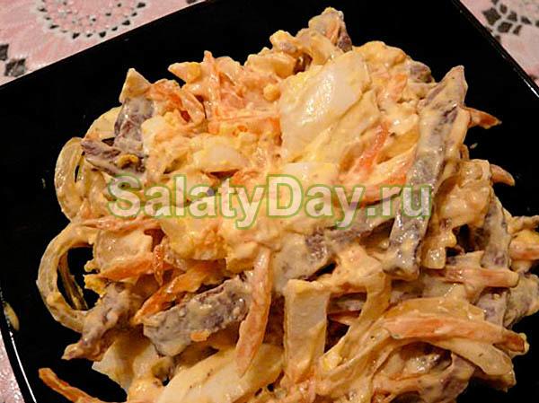 Салат из сердца и моркови с перепелиными яйцами