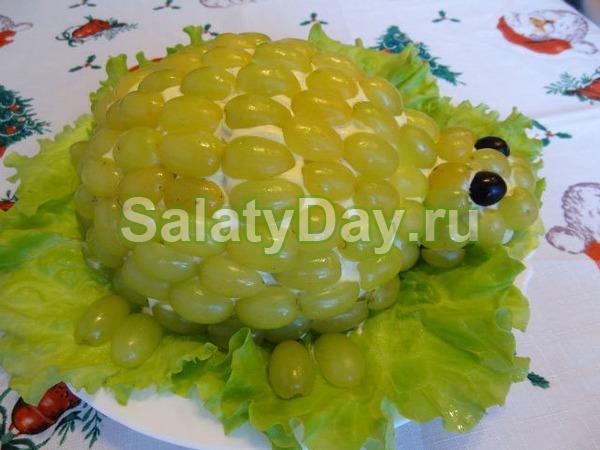 """Салат с виноградом и курицей """"Черепашка"""""""