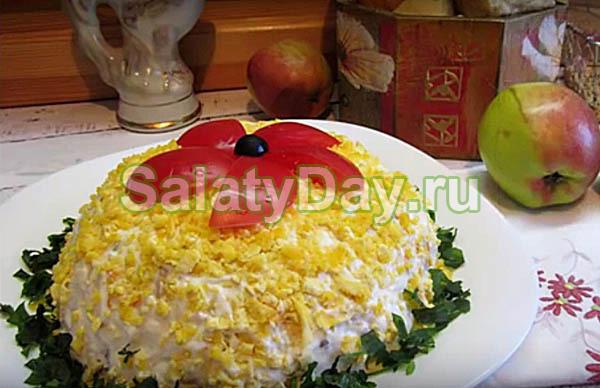 Салат с сердцем, яблоком, овощами и сыром