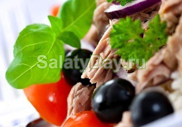 Салат со свиным сердцем и маслинами