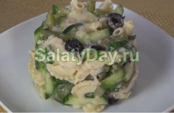 Салат с консервированным судаком