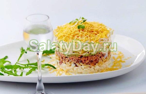 Салат из консервированного лосося с гречкой