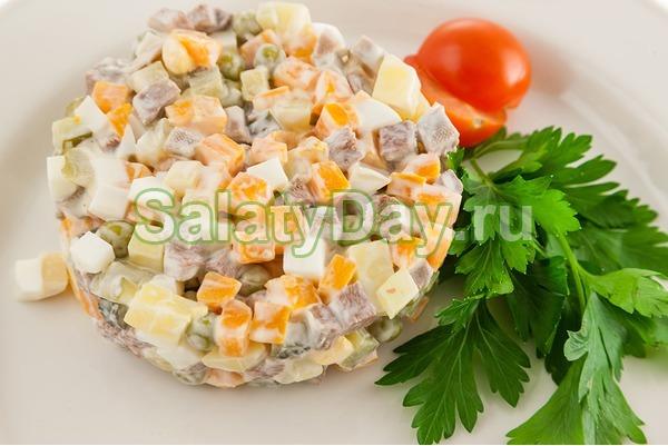 Салат столичный с курицей и говядиной