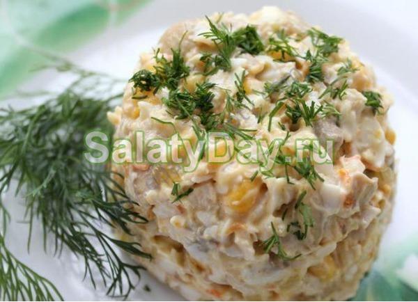 Салат столичный с курицей и кукурузой