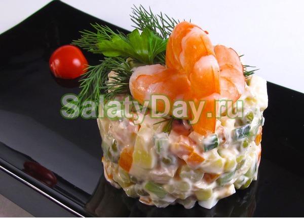 Салат столичный с курицей и креветками