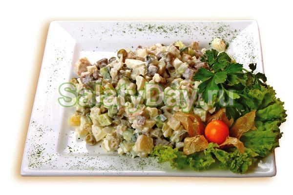 Салат «Мужской каприз» с говядиной и омлетом