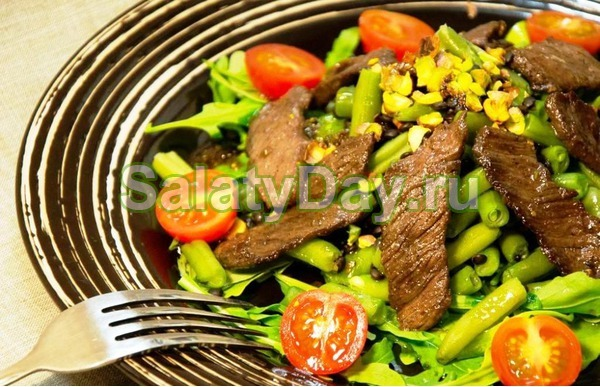 Салат «Мужской каприз» с маринованной говядиной