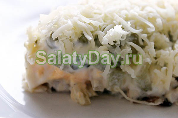 Слоеный салат с вареной рыбой