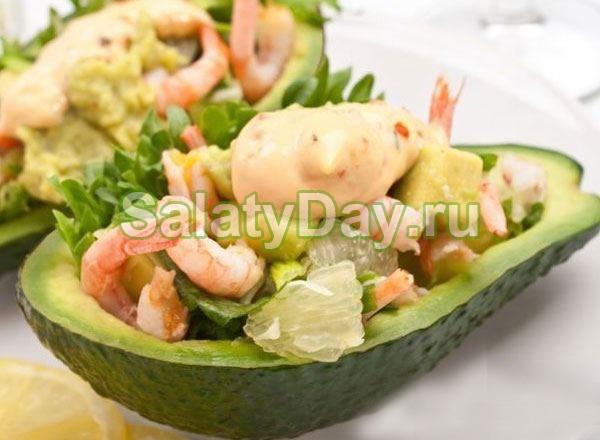 Салат с креветками и ананасами в манго «Экзотика»