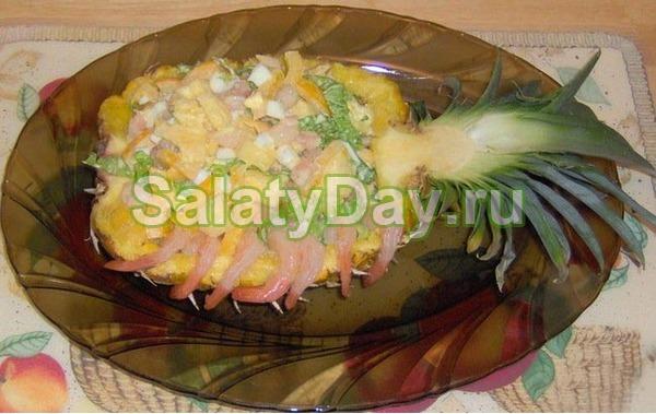 Салат из креветок с ананасом, салатом Айсберг