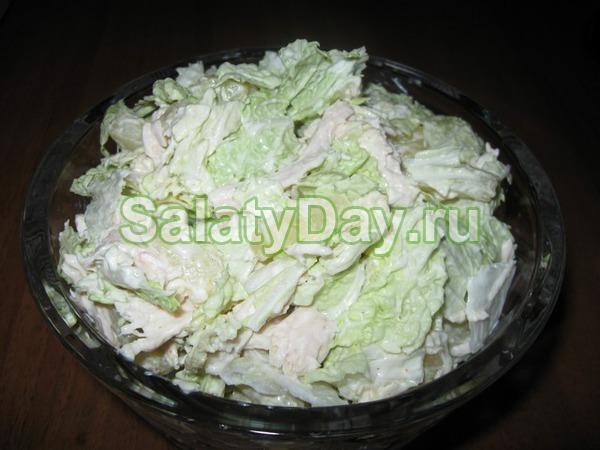 салат с копченой курицей и пекинской капустой и сухариками рецепт