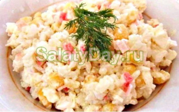 крабовый салат рецепт классический с огурцом и кукурузой с рисом фото
