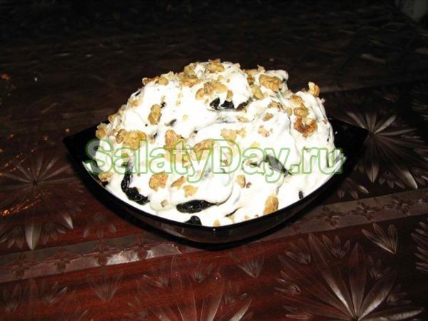 Салат с грецким орехом и черносливом слоями рецепт с пошагово