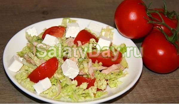 Салат с куриной грудкой, брынзой и пекинской капустой