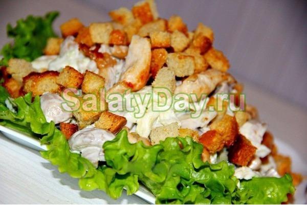 Салат с куриной грудкой, грибами и пекинской капустой
