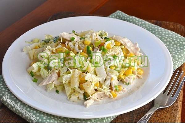 Салат из курицы и грибов с кукурузой