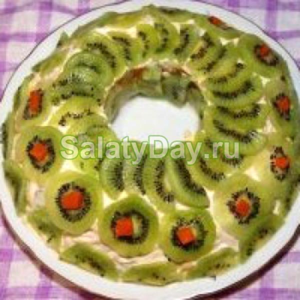 Салат браслет с киви грецкими орехами