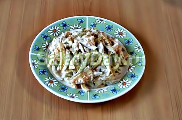 Салат из свинины и солёных огурцов