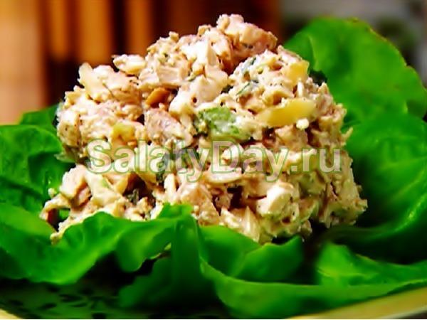 Вкусный салат из свинины с сухариками