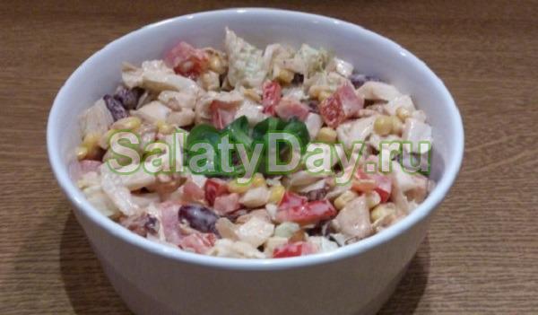 салат с копченой курицей и болгарским перцем