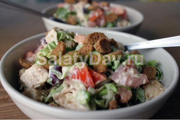 Салат с фасолью и копченной колбасой