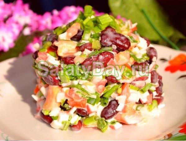 """Салат """"Пять по сто"""" с фасолью и копченой колбасой"""