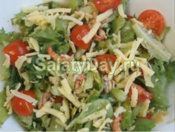 Салат «Цезарь с морепродуктами»