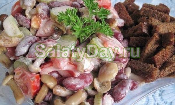 Быстрый и вкусный салат с грибами