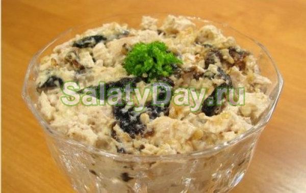 Салат с куриной грудкой и черносливом рецепты с