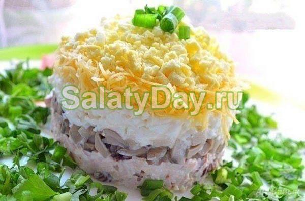 Салат Мужской каприз с ветчиной, сыром и грибами