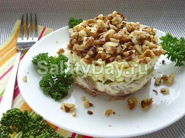 Салат мужской каприз с говядиной, маслинами и грецкими орехами