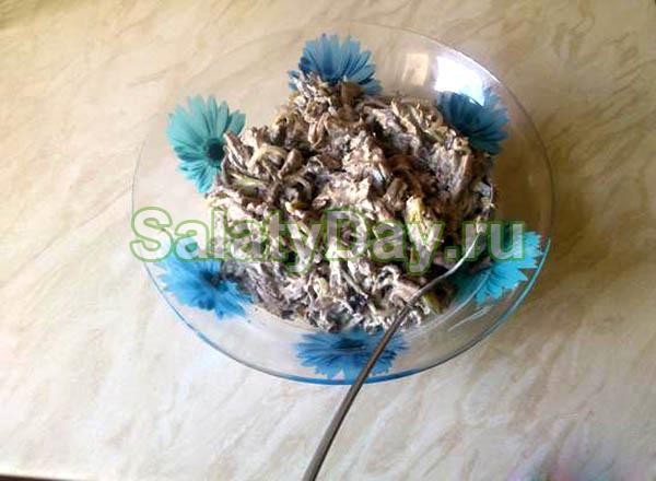 Салат Мужской каприз с телятиной и грибами