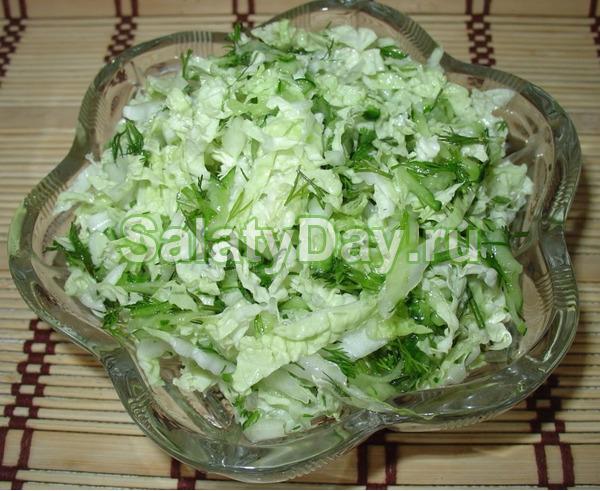 Зеленый салат из китайской капусты