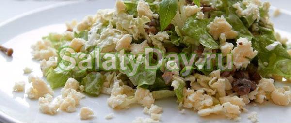 Горячий салат из китайской капусты