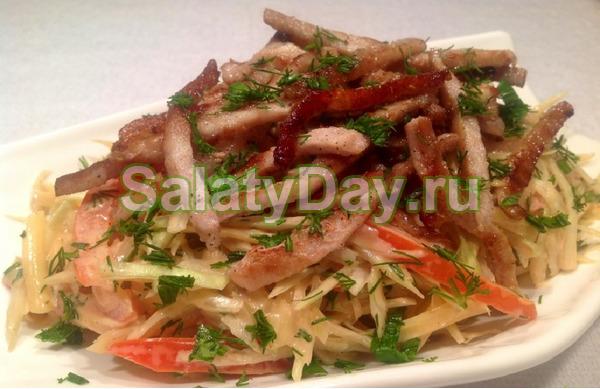 Салат с говядиной и китайской капустой