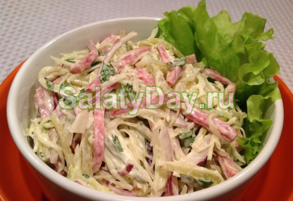 Салат с китайской капустой и копченой колбасой