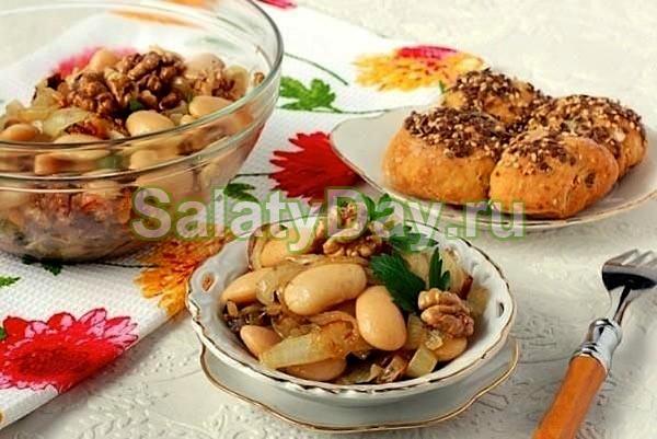 Салат из фасоли с яйцом и орехами