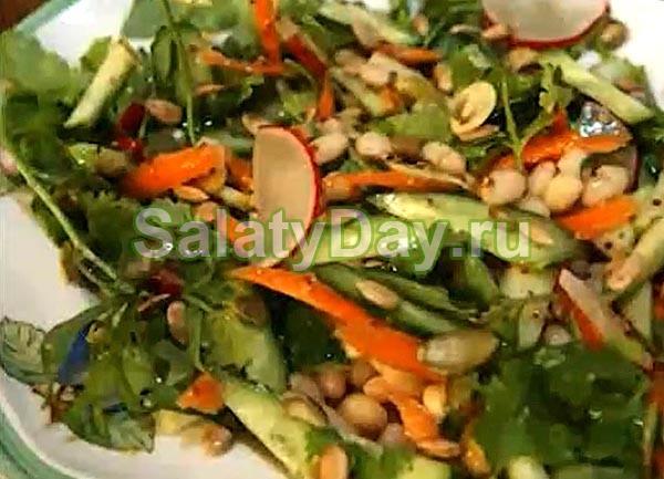 Салат с белой фасолью и морковкой