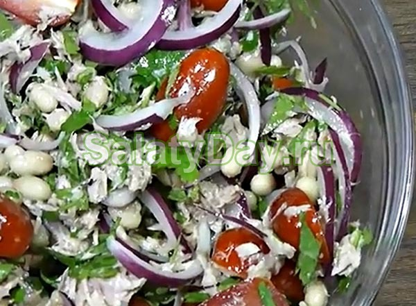 Салат из белой фасоли и тунца