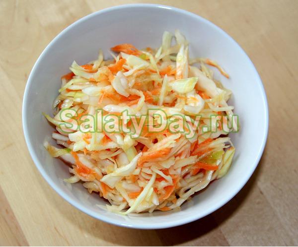 Салат из свежей капусты и моркови и уксуса «Медовый»