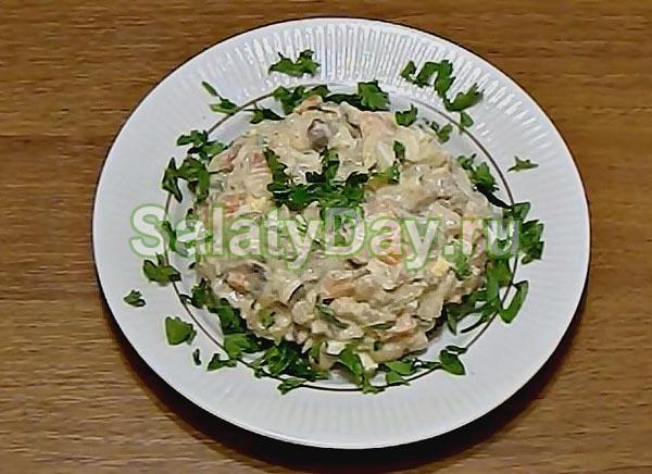 Салат с белой фасолью и куриной печенью