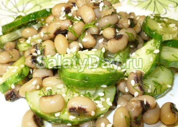 Салат с белой фасолью и кунжутом