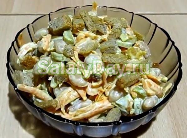 Салат из белой фасоли и маринованных огурцов